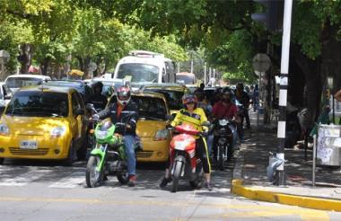 La restricción para motociclistas aplica desde esta noche a las seis.