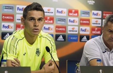 Rafael Santos Borré en rueda de prensa previa al duelo del Villarreal por la Liga de Europa.