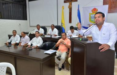 El alcalde Augusto Ramírez al instalar las sesiones extraordinarias del Concejo de Valledupar.