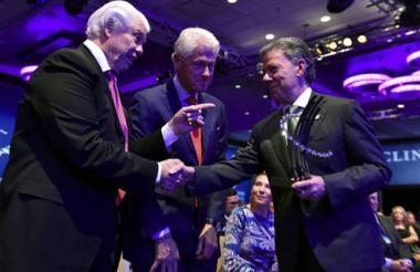 Santos durante el recibimiento del premio Global Citizen Award de la Fundación Clinton.