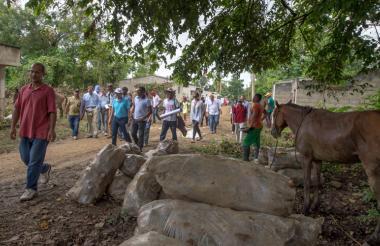 En Mampuján, sus habitantes realizaron un recorrido por el pueblo con los funcionarios de Naciones Unidas.
