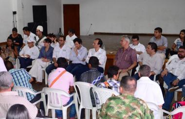 Un aspecto de la mesa de trabajo con delegados del Gobierno Nacional y líderes de la etnia yukpa, se cumplió en la Casa de la Cultura de Valledupar.