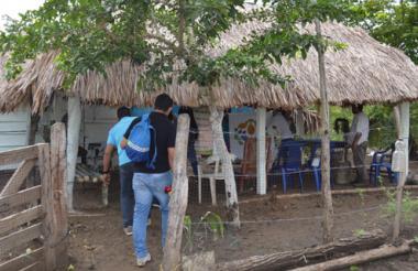 Funcionarios de la URT en trabajo de campo en Sucre.