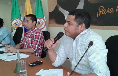 Los diputados Astrid Ariza, Hilbert Pinto y Genaro Redondo votaron la iniciativa.