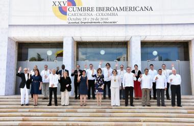 Canciller María Ángela Holguín junto a sus homólogos, ayer en Cartagena.