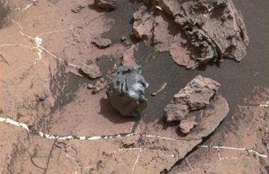 El meteorito metálico descubierto por la Nasa.