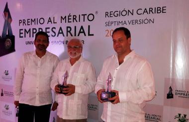 Ancizar Gutiérrez Baquero, fundador del Punto Múltiple del Sabor, Antonio Madralis, tercera generación de la Heladería Americana y un asistente a los premios.