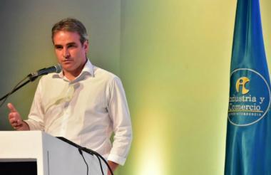 El superintendente de Servicios Publicos, Pablo Felipe Robledo.