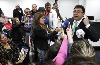Kiko Gómez da declaraciones a periodistas, antes de una de las audiencias celebradas en Bogotá.