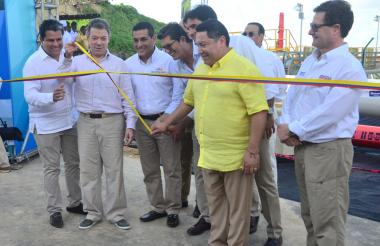 El presidente Santos inauguró la planta en compañía del alcalde de Cartagena, el gobernador de Bolívar, Minminas, el director de la ANI y el presidente de Promigas.