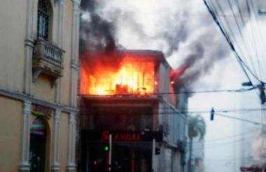 Aspecto del incendio del local