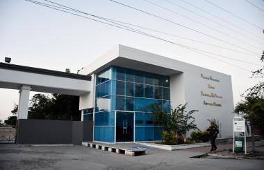 La escuela de la Policía 'Antonio Nariño' se ubica en la avenida Circunvalar, entre El Parque y Las Gaviotas, jurisdicción del municipio Soledad.