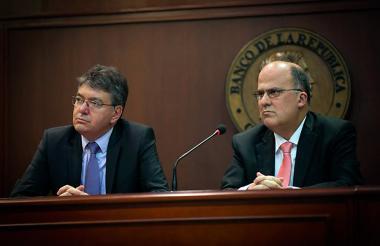 Mauricio Cárdenas, Ministro de Hacienda, y José Darío Uribe, gerente general del Banco de la República.