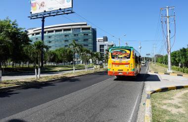 Corredor Universitario a la altura de la clínica Porto Azul, localizada en el kilómetro dos vía Puerto Colombia.
