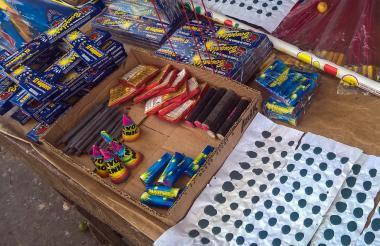 Pese a los controles ejercidos por las autoridades locales en la Fiesta de Velitas hubo mucha pólvora en la calle.