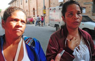 Martha Barrios y Ana Montañez (d), madres de Aldair González y Reyson Esmeral, a las afueras del Hospital General de Barranquilla.