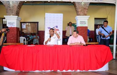 El alcalde de Valledupar Augusto Ramírez Uhía en la rueda de prensa