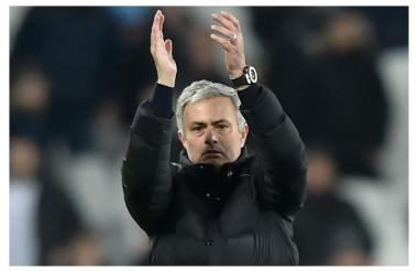 José Mourinho celebrando el último triunfo del Manchester United frente al West Ham.