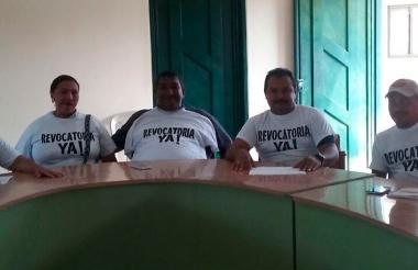 Los cinco concejales de la oposición que se sumaron a la iniciativa de revocatoia del mandato.