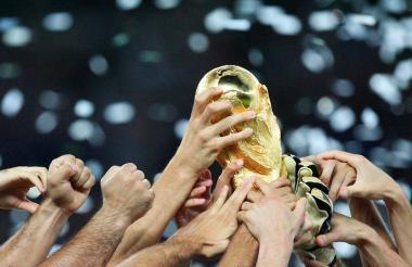 Imagen de archivo del trofeo de la Copa Mundo de la Fifa.