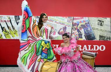 María Eugenia De la Cruz, reina central del Carnaval de Sabanagrande 2017, y Shadia Valentina Restrepo, reina del Carnaval de los Niños.