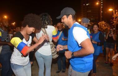 Bailarines que participaron en el Bailatón por la paz en Cartagena.