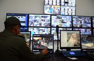 Desde el Centro Automático de Despacho (CAD) de la Policía Metropolitana se monitorean las cámaras de Barranquilla