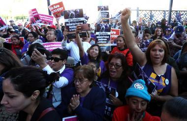 Centenares de inmigrantes en la marcha de Los Angeles.