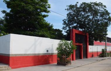 El intento de rapto por parte de un sujeto desconocido a la menor prima de Angie Paola ocurrió en la I. E. Francisco José de Caldas, situada en el barrio El Campesino, de Baranoa.