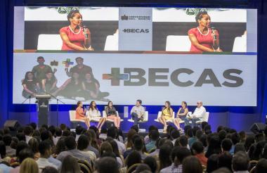 Rectores de  colegios beneficiados de la región conversan sobre el programa +Becas.