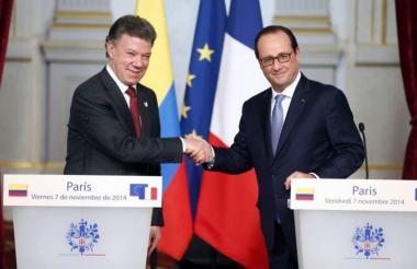 El presidente Juan Manuel Santos y su homólogo francés François Hollande.