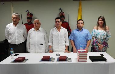 Momento de la condecoración a Martínez, Caicedo y Johnson por su aporte a la organización de los Juegos Bolivarianos.