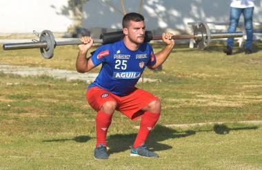 Bernardo Cuesta en un entrenamiento con Junior.