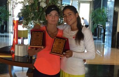 La tenista barranquillera María Fernanda Herazo (d) y la ucraniana Kateryna Sliusar.