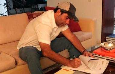 Char firmó hacia las 3:25 a.m. el decreto en su casa.