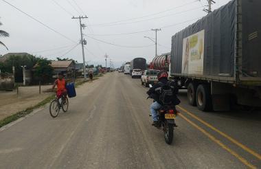 Así permaneció la Troncal del Caribe por el bloqueo de habitantes del barrio Panamá, en Tasajera.