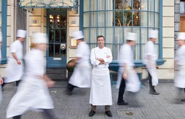 Lionel Rigolet pertenece a la cuarta generación de cocineros del restaurante, que tomó el relevo de su suegro, Pierre Wynants.