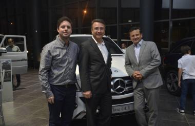 Juan Carlos Delgado, gerente de marca en Barranquilla, Jaime Cohen, CEO y director comercial, y Héctor   Corredor, director general de Mercedes-Benz.