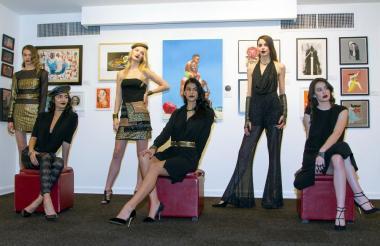 Modelos posan con creaciones de la colección Otoño-Invierno del diseñador colombiano Raúl Peñaranda.