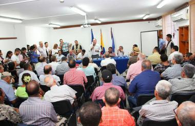 Productores agrícolas y ganaderos, en la reunión con las autoridades cesarenses.
