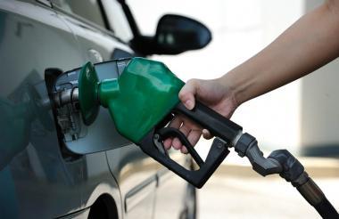 Con la sobretasa a la gasolina se financia la malla vial de las entidades territoriales a nivel nacional.
