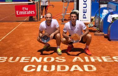 Juan Sebastián Cabal y Robert Farah con el título en Buenos Aires.