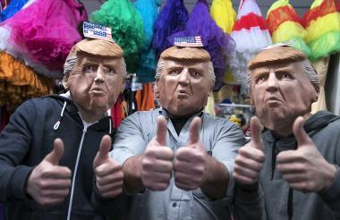 La caretas con la cara de Donald Trump son las más vendidas del Carnaval de Maastricht, Holanda.