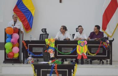 Los diputados Jorge Rosales, Federico Ucrós y Juan Manotas escuchan a Verano.