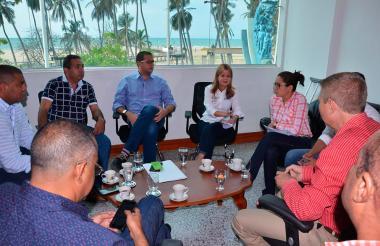 Encuentro de Elsa Noguera con los secretarios del Despacho de la Gobernación y el diputado Ildefonso Medina.