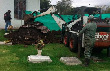 La exhumación del cuerpo del magistrado Emiro Sandoval se cumplió el martes.