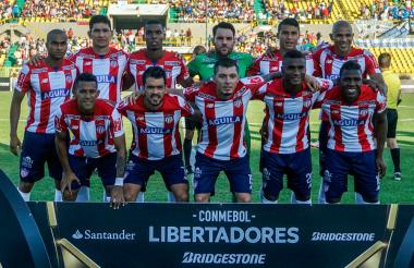 El equipo rojiblanco durante un partido de Copa Libertadores.