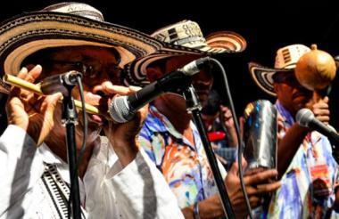 Pedro 'Ramayá' Beltrán, en compañía de otros músicos durante la Noche de Tambó 2016.