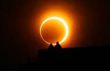Los expertos recomiendan utilizar lentes con alto filtro solar para apreciar el eclipse anular.
