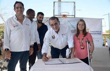 Firma de convenio para optimización del acueducto de Luruaco.